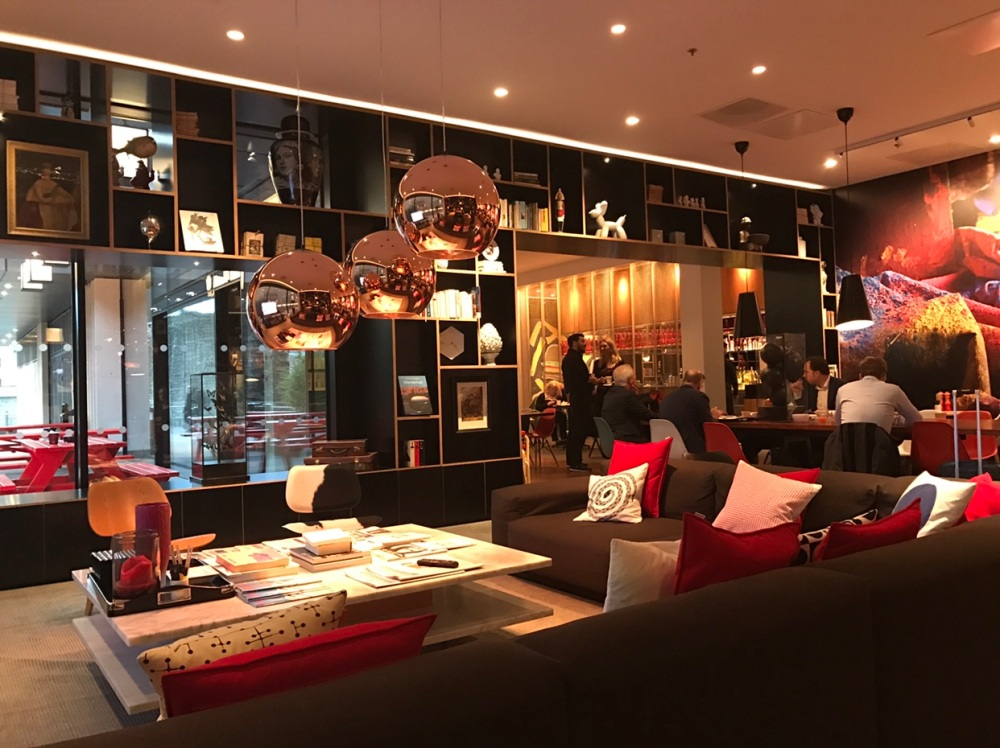 lobby-breakfast